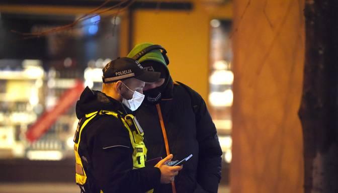 Policija: Visbiežāk pulcēšanās un distancēšanās noteikumus ignorē tieši jaunieši