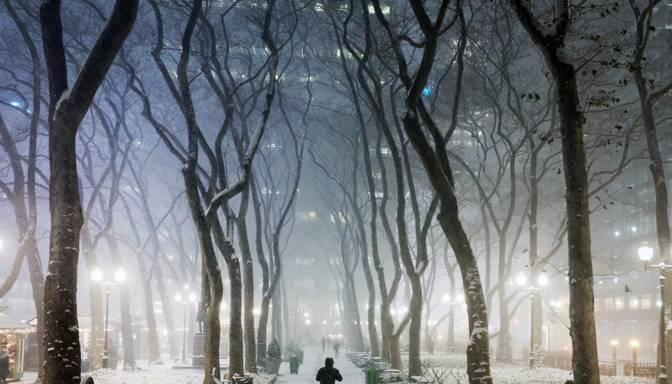 Vakarā un naktī vietām valstī, arī Rīgā, ļoti stipri snigs