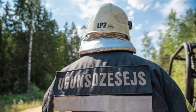 Vairāki ugunsdzēsēji aicina Saeimu neatbalstīt obligāto vakcināciju pret Covid-19