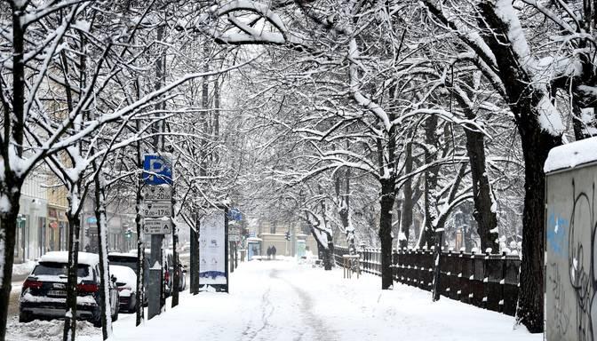 Piektdien saglabāsies auksts laiks un daudzviet snigs