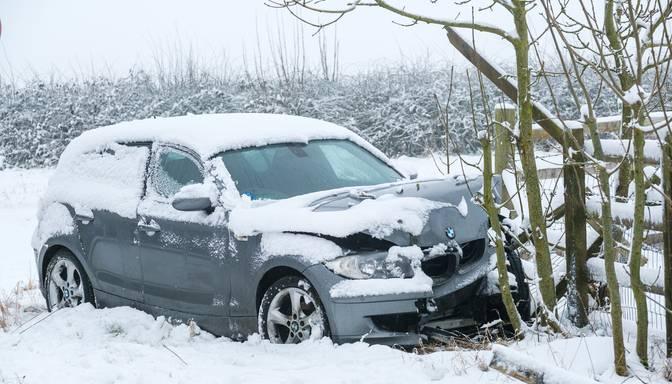 Divu automašīnu sadursmē Mālpils novadā gājis bojā cilvēks