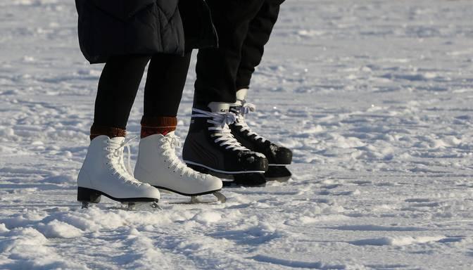 Pirmdien caur mākoņiem spīdēs saule, vietām snigs