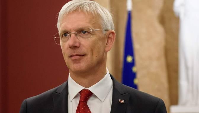 """Kariņš: Latvija iegādāsies papildu 1,4 miljonus """"Pfizer"""" un """"BioNTech"""" vakcīnas pret Covid-19 devu"""