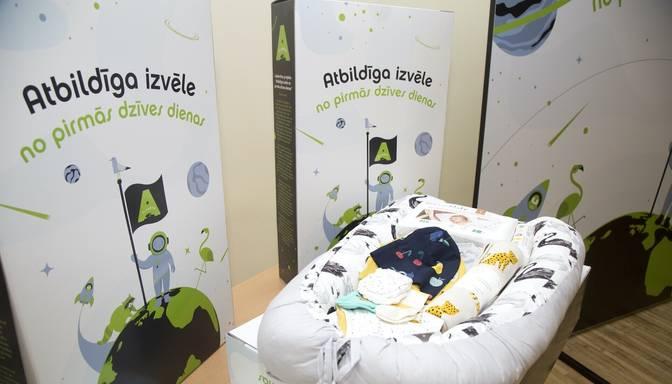 Labdarības iniciatīvā 100 jaundzimušie Latvijā saņēmuši zīdaiņu pūriņus