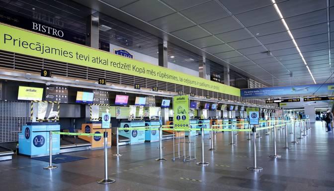 """Pozitīvu Covid-19 testu gadījumā """"airBaltic"""" ļaus pasažieriem mainīt biļetes"""
