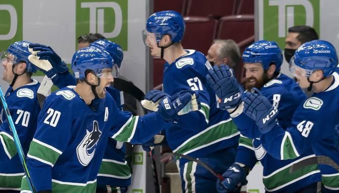 """31 gadu vecais Brendons Saters """"Senators"""" vārtos iemet trīs ripas, tiekot pie pirmā NHL """"hat-trick"""""""