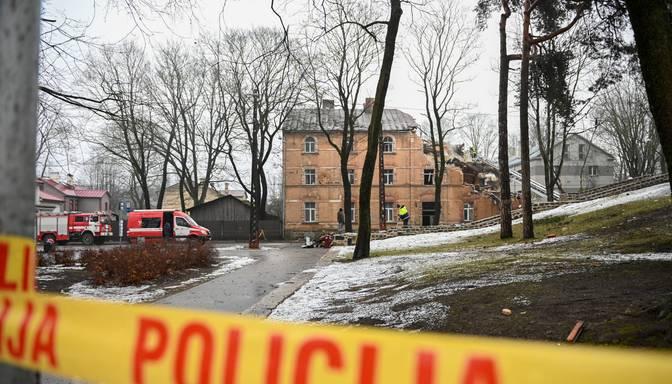 Atjauno satiksmi pie Āgenskalnā sprādzienā cietušās mājas
