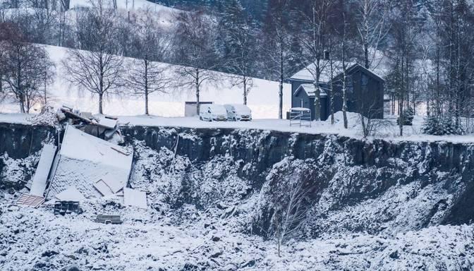 Norvēģijas glābēji atraduši vienu zemes nogruvuma upuri; pazudušo skaitā arī Lietuvas pilsone