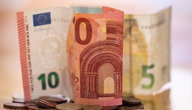 Rīgas dome atbalsta domnieku algu palielināšanu