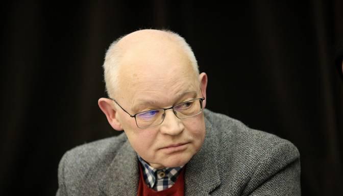 Politologs: Kariņš teica politisku gadu mijas uzrunu, bet Levits centies cilvēkus uzmundrināt