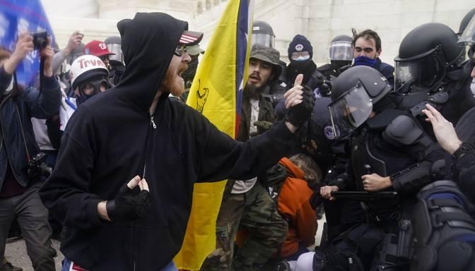 Saistībā ar uzbrukumu ASV Kapitolijam apsūdzēti vairāk nekā 150 cilvēku