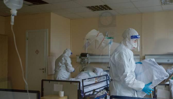Slimnīcās ievietoto Covid-19 pacientu skaits pārsniedzis 1200 robežu