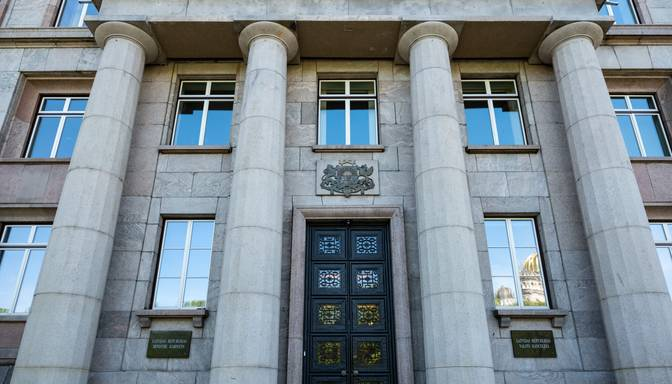 Valdība lēmuma pieņemšanu par ārkārtējās situācijas pagarināšanu un ierobežojumiem atliek uz rītdienu
