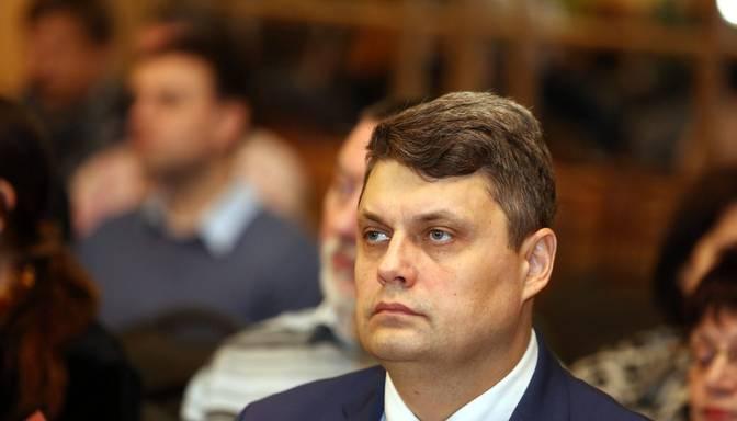 Jēkabpils mērs Kraps atkāpjas no amata un aptur darbību partijā