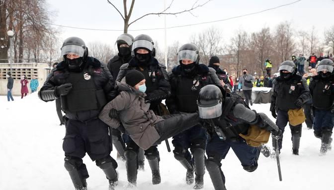 Krievijā protestos pret Navaļnija apcietināšanu aizturēto skaits pārsniedzis 4500
