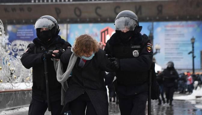 Krievijā vērienīgi protesti pret Putina režīmu; aizturēta arī Navaļnija sieva un žurnālisti