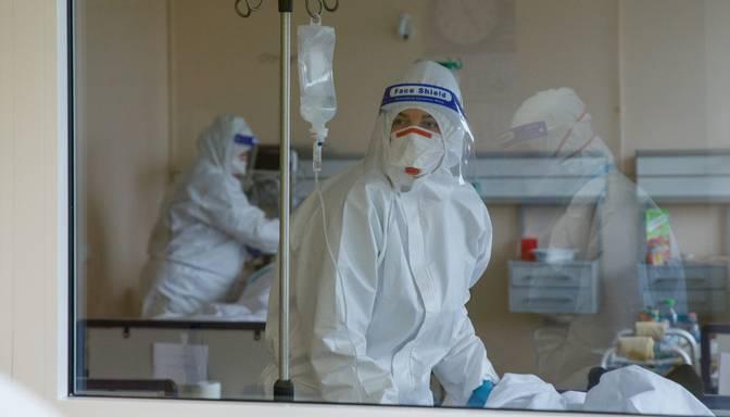 Stacionēts pēdējās divās nedēļās lielākais Covid-19 pacientu skaits diennaktī
