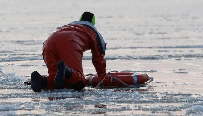 Talsu novadā gājis bojā ledū ielūzis cilvēks