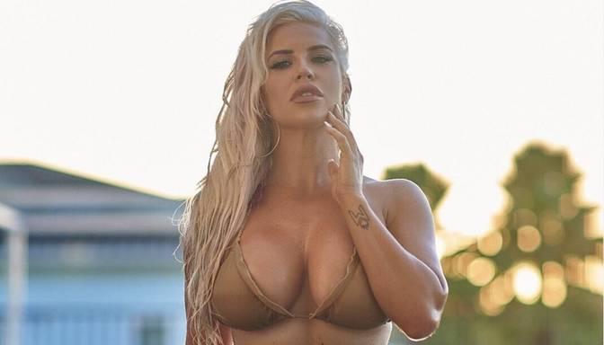 WWE zvaigzne Deina Bruka seksīgā bikini aicina ātrāk atstāt aiz muguras negatīvo gadu