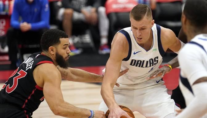 """Porziņģis rezultatīvākais """"Mavericks"""" rindās, Dalasa zaudē Toronto """"Raptors"""""""