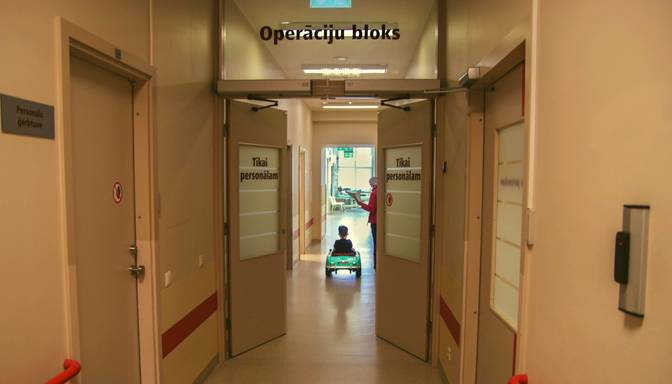 Bērnu slimnīcā ar akūtu Covid-19 ārstējas četri mazgadīgie