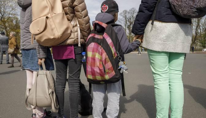 Valdība atbalsta ieceri par katru bērnu izmaksāt 500 eiro lielu vienreizēju atbalstu