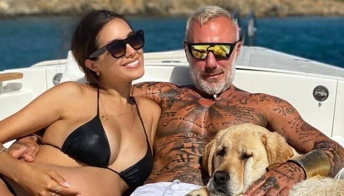 """Pasaules """"Instagram"""" elks: 53 gadus vecais itāļu """"dejojošais pleibojs"""" Džanluka sagaidījis pirmdzimto"""