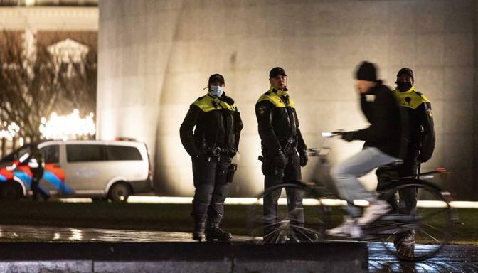 Nīderlandes valdība steidz sagatavot likumprojektu par komandantstundas paturēšanu spēkā