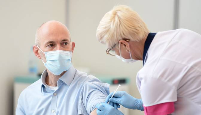 Ārpus rindas pret Covid-19 vakcinējamās personas izraudzījusies valdība