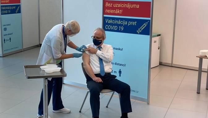 Latvijas amatpersonas saņēmušas vakcīnu pret Covid-19