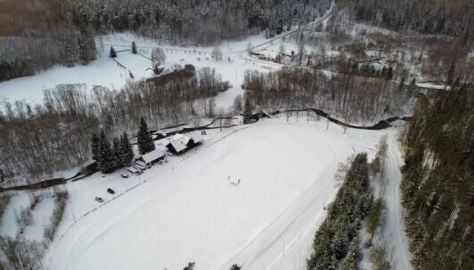 Vietlavā sagatavota ainaviska distanču slēpošanas trase