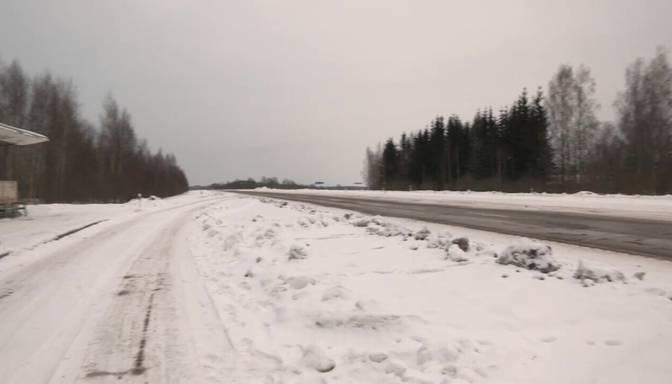 Nenoskaidrots autovadītājs uz Jelgavas šosejas pie Olaines nāvējoši notriecis cilvēku