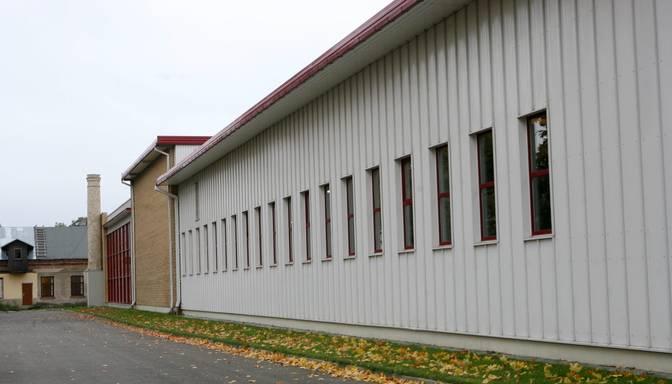 """Covid-19 dēļ uz laiku slēgta bērza saplākšņa apstrādes uzņēmuma """"Troja"""" rūpnīca Rīgā"""