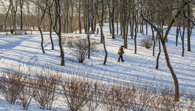 Sestdien nedaudz snigs, Kurzemē gaidāms neliels atkusnis