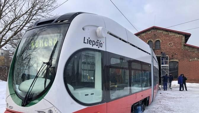 Trešais jaunais tramvajs sasniedzis Liepāju un šonedēļ sāks testēšanu uz līnijas