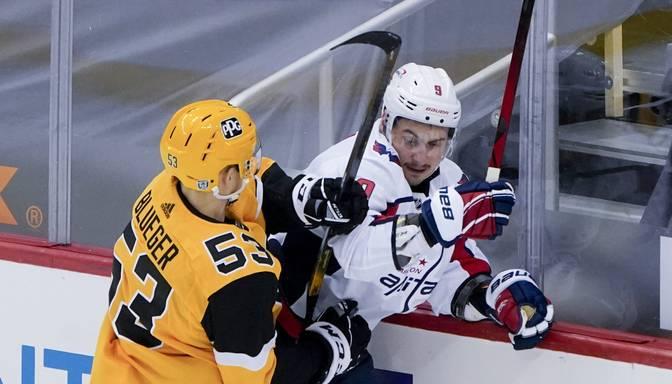 """Bļugers piespēlē """"Penguins""""vienīgajos vārtos, Pitsburga zaudē Ovečkina Vašingtonai"""