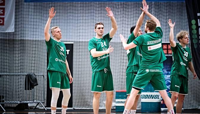 """Bērziņam """"double-double"""" un kopā ar Freimani 33 punkti uzvarētā Polijas čempionāta spēlē"""