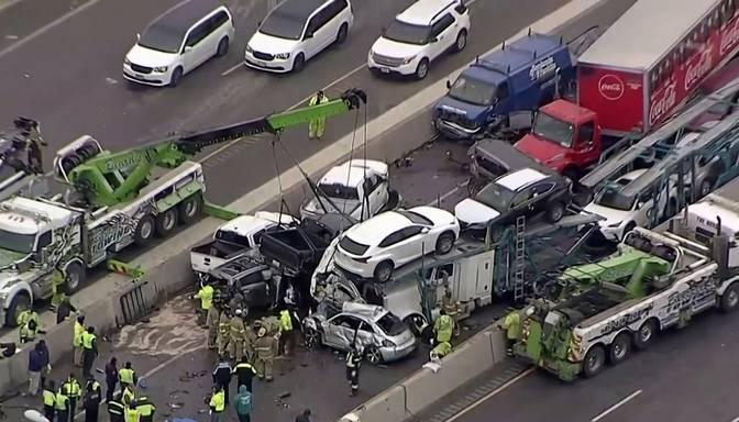 ASV Teksasas štatā avārijā iekļuvuši vairāk nekā 130 auto; ir bojāgājušie