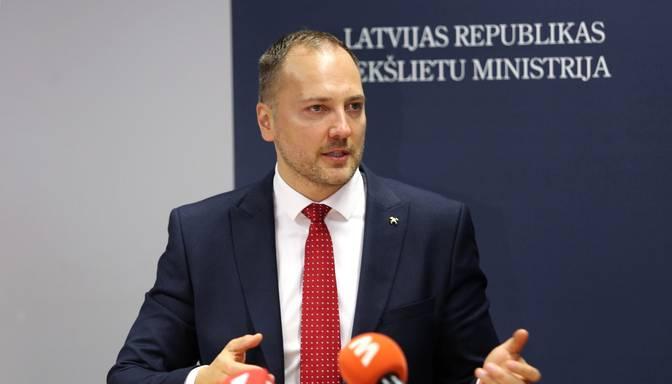 Iekšlietu ministrs ceturtdien valdībā rosinās atcelt komandantstundu