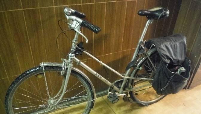 Policija aicina atsaukties velosipēda un krēsla īpašnieku