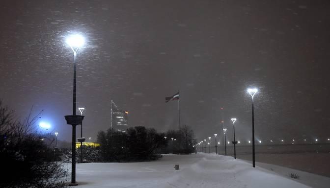 Naktī dažviet stipri snigs, citviet gaidāms spelgonis