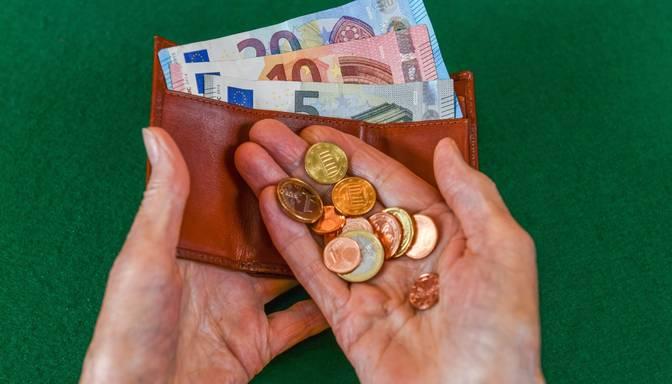Pētījums: Trešdaļa iedzīvotāju izjūt Covid-19 pandēmijas ietekmi uz mājsaimniecības finansēm