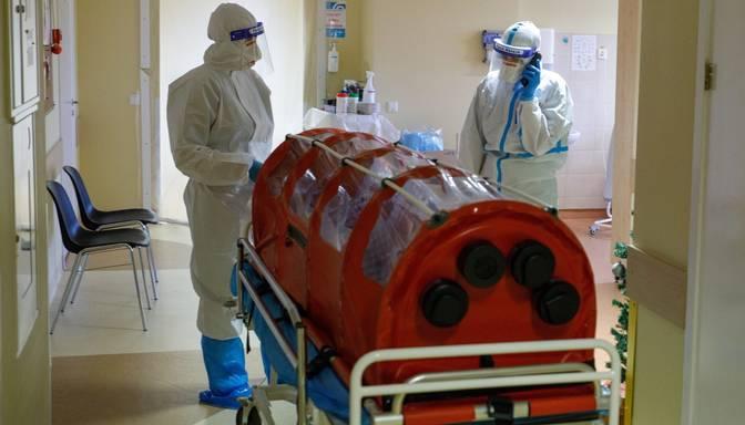 Pusotru mēnesi ik nedēļu mirušo Covid-19 pacientu skaits pārsniedzis 10% no visiem mūžībā aizgājušajiem