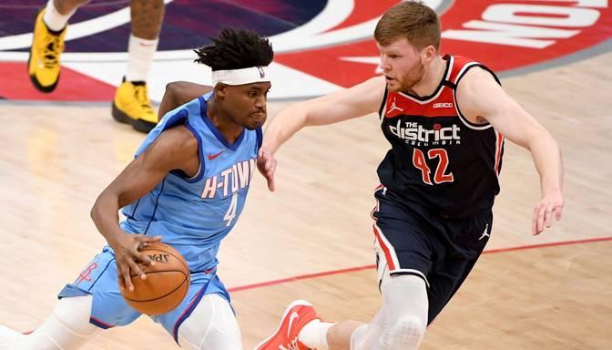 """Dāvis Bertāns atgūst izcilu precizitāti un palīdz """"Wizards"""" apspēlēt Kuruca """"Rockets"""""""