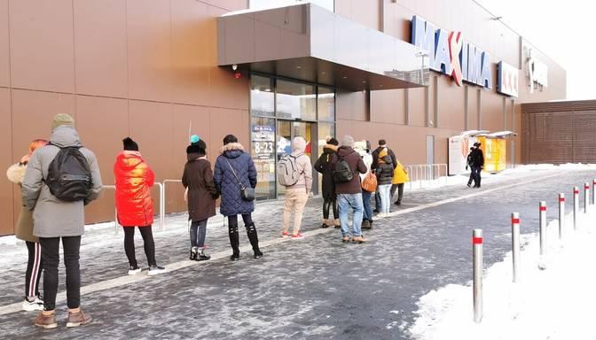 Janvārī patēriņa cenas Latvijā gada laikā samazinājušās par 0,5%
