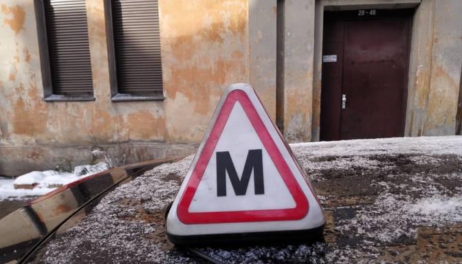 """Praktiskās nodarbības ar auto instruktoriem joprojām aizliegtas – nozare brīdina par """"burbuļa"""" veidošanos"""