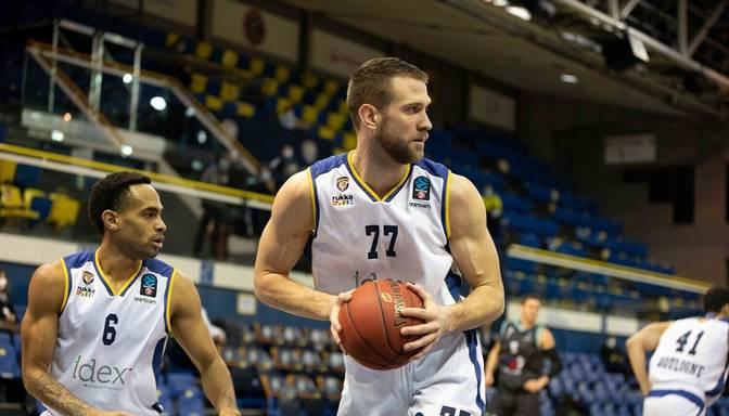 """Lauzts žoklis un sezona beigusies – Francijas čempionātā nežēlīgi savaino """"Metropolitans"""" basketbolistu"""