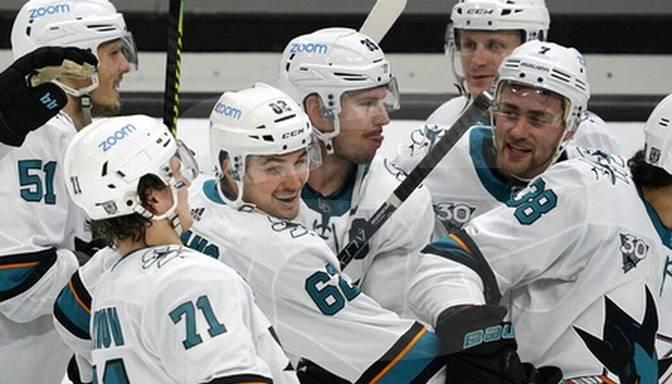 """Balcers """"Sharks"""" kreklā atgriežas NHL, Sanhosē """"bullīšos"""" piekāpjas Anaheimai"""