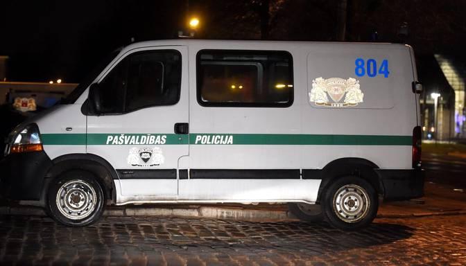 Rīgas patversmēs komandantstundas laikā nogādāti aptuveni 100 cilvēki alkohola reibumā