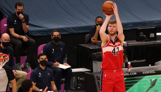 """Bertāna """"Wizards"""" pārliecinoši zaudē Toronto """"Raptors"""""""